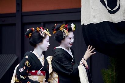 Polite Japanese women